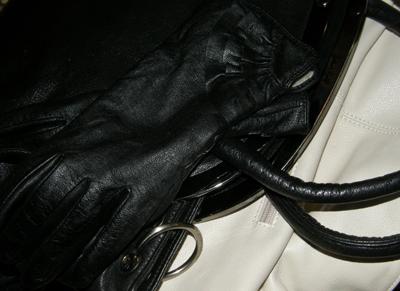 Чистка кожаных изделий